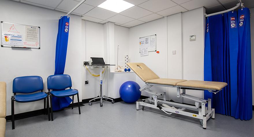 Longsight health centre examination room 15 001